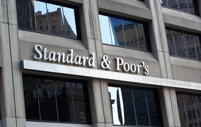 S&P понизило прогноз суверенного рейтинга РФ до  негативного