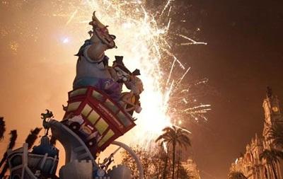 В испанской Валенсии завершился фестиваль огня Лас Фальяс