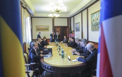 Яценюк обсудил ситуацию в Крыму с делегацией конгресса США