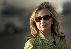 Египтяне забросали кортеж Клинтон помидорами и напомнили ей о Монике Левински