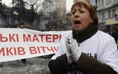 Гастролершу  Антимайдана избили и ограбили в собственной квартире в Севастополе люди в камуфляже