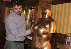 Во Львове появилось кафе с  пивной грудью