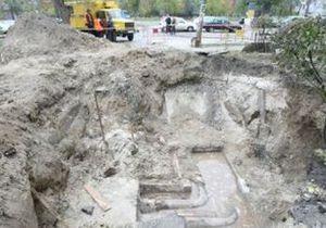 Киевлянка, упавшая в яму с кипятком, скончалась в реанимации