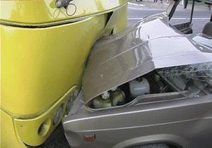 Под Киевом маршрутка с пассажирами врезалась в ВАЗ