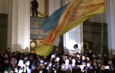 Неизвестные в масках штурмуют здание Рады
