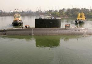 В Индии после взрыва затонула подлодка российского производства, внутри могут быть заблокированы 18 моряков