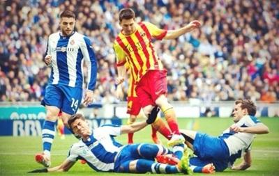 Пенальти помог Барселоне победить в дерби