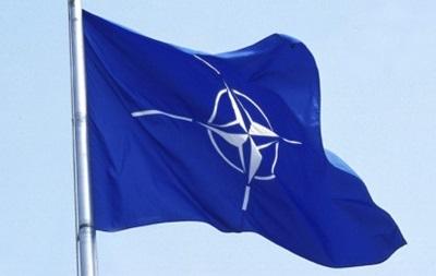 НАТО обсудит содействие Украине, но не военную помощь