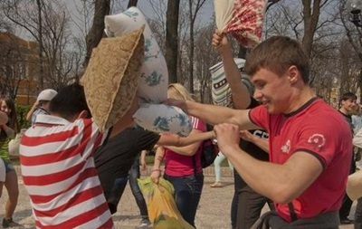 В Киеве пройдет бой подушками