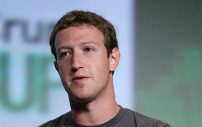 За год основатель Facebook заработал один доллар