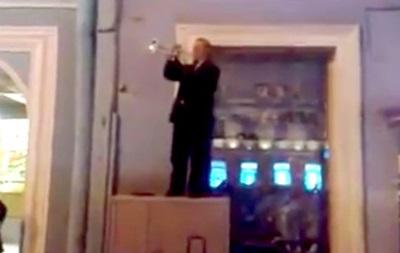 У Санкт-Петербурзі вуличний музикант виконав на трубі гімн України