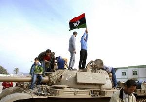СМИ: Противники Каддафи захватили третий по величине город Ливии