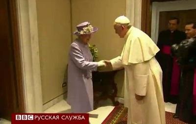 Елизавета II впервые встретилась с папой Франциском