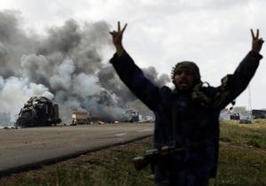 Британская авиация нанесла удар по родному городу Каддафи, в который накануне не пустили повстанцев
