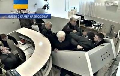 В интернете появилось видео побега Пшонки и Клименко из Донецка