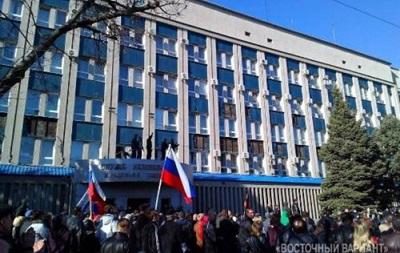 При штурме СБУ в Луганске травмированы девять человек, митингующие завладели оружием