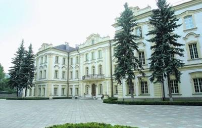Самооборона Майдана штурмует Кловский дворец в Киеве