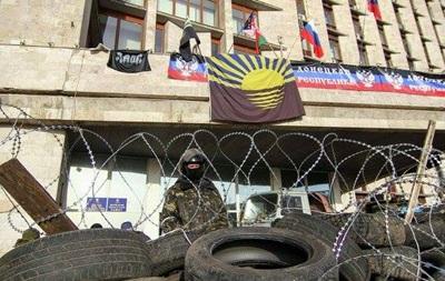 Оружие взяли, архивы спрятали. Митингующие Донецка уходят из СБУ
