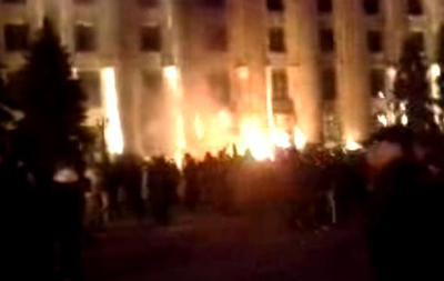 В Харькове горит здание ОГА, слышны взрывы
