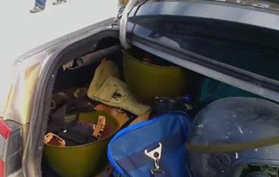В Луганске милиция задержала автомобиль с военной амуницией