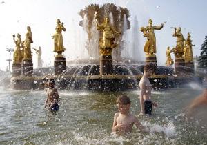 Из-за горящих торфяников Москву окутало дымом. Врачи советуют носить марлевые повязки