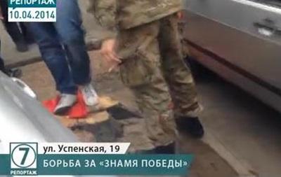 В Одессе неизвестные растоптали знамя Победы