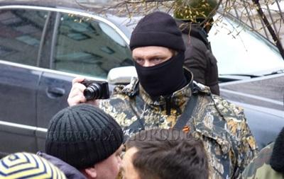 У Слов янську міліція веде переговори з людьми, які захопили райвідділ