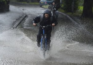 В Великобритании из-за наводнений эвакуированы жители сотен домов
