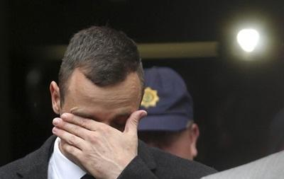 Паралимпийский чемпион, обвиняемый в убийстве, опять разрыдался в суде (фото)
