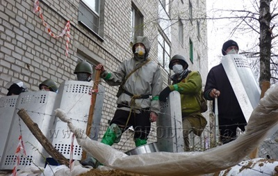 В Славянске неизвестные установили семь блокпостов