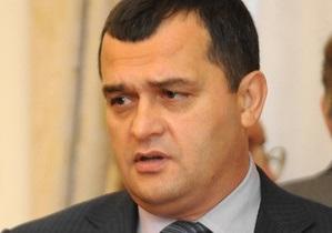 Глава МВД: Убийца охранников Каравана до сих пор в Украине