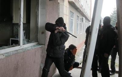 Неизвестные устроили погром в здании горсовета Горловки