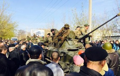 На улицах Краматорска появилась бронетехника с украинскими флагами