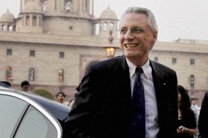 Индия запретила итальянскому послу выезд из страны