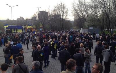 В Донецке на проукраинский митинг уже собралось до 2 тысяч горожан