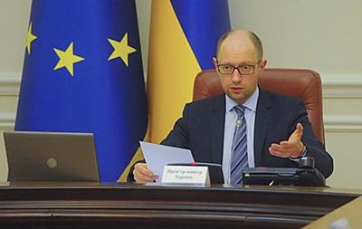 Яценюк поручил до октября обсудить децентрализацию власти