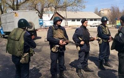 Нападение на воинскую часть в Мариуполе: милиция обнаружила гильзы и коктейли Молотова