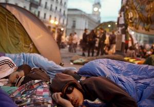Молодые испанцы ставят палатки на площадях, протестуя против безработицы