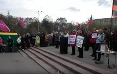 Ведущий митинга в Харькове не знает, кого избрали  народным губернатором