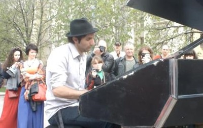 В Донецке пианист из Германии дал концерт в поддержку мира