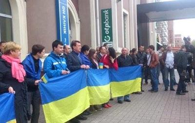 Полсотни жителей Донецка вышли в центр города с украинскими флагами