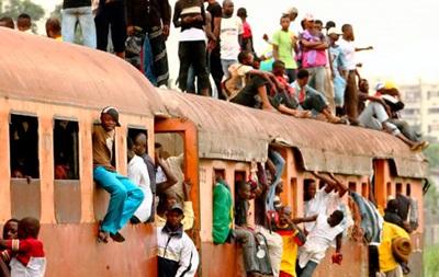 В результате крушения поезда в Конго погибли более 30 человек