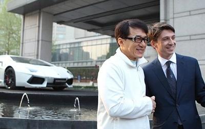 В честь Джеки Чана выпустили спецверсию Lamborghini Aventador