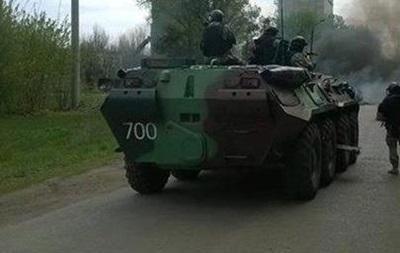 Колонна украинских БТР приближается к селу под Славянском - российские СМИ