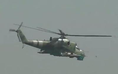 В сети появилось видео с вертолетами над Мариуполем
