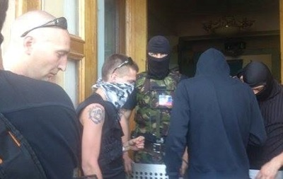 Включив канал Россия-24, протестующие ушли из телецентра Донецка