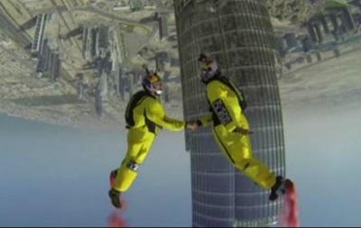 Скайдайверы прыгнули с самого высокого здания мира
