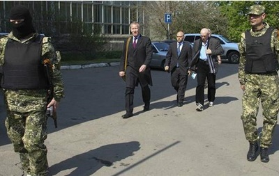 Делегация ОБСЕ покинула Славянск и забрала одного из 8 наблюдателей