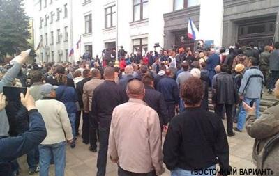 В Луганске штурмом взяли ОГА. Онлайн-трансляция