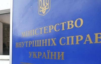 Около 30 вооруженных людей напали на предприятие в Киевской области